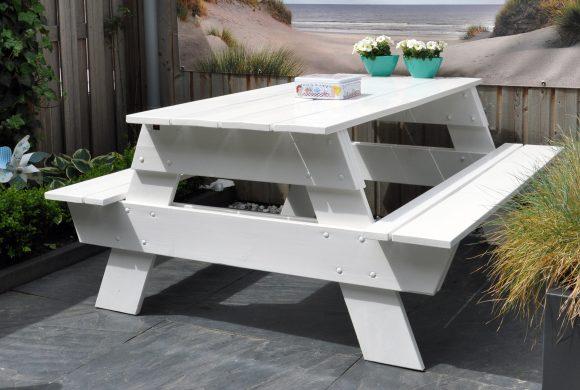 Witte picknicktafels